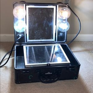 Impressions vanity SLAY CASE. 4 bulbs included